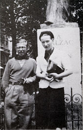 170px-Sartre_and_de_Beauvoir_at_Balzac_Memorial.jpg