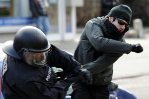 Attacke-auf-Polizisten.jpg